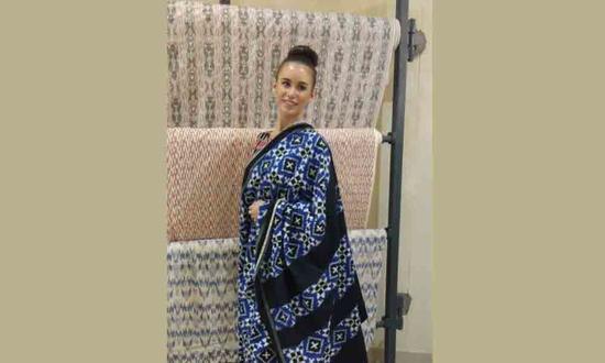 Impressed by Ikat sarees, Miss World Australia visits Bhoodan Pochampally