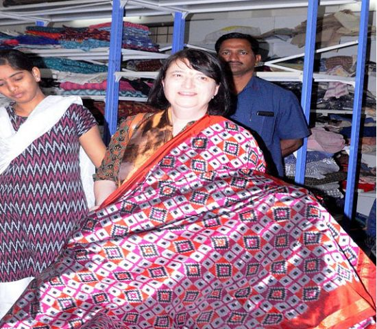 Pochampally weaves artistic masterpieces: US Consul General